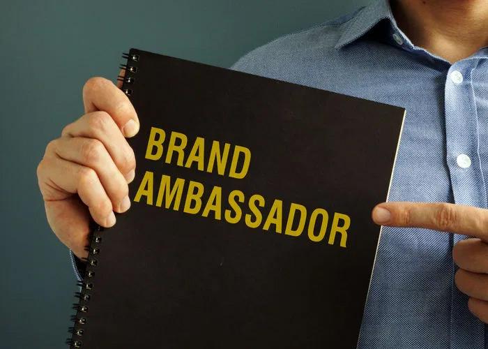 Online vs. in-person brand ambassadors